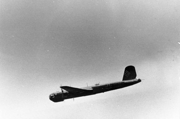 bundesarchiv-bild-101i-668-7163-14-flugzeug-heinkel-he-177.jpg