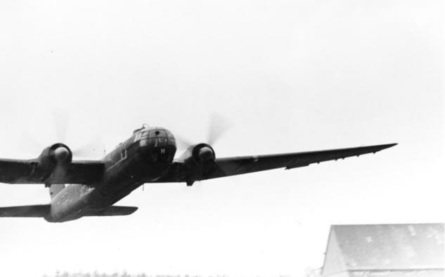 bundesarchiv-bild-101i-668-7163-24a-flugzeug-heinkel-he-177.jpg