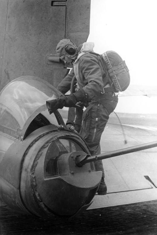 Bundesarchiv bild 101i 668 7164 16a flugzeug heinkel he 177 heckschutze