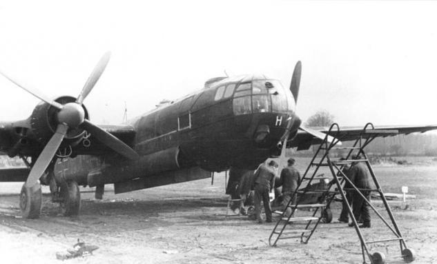 bundesarchiv-bild-101i-668-7164-35a-flugzeug-heinkel-he-177.jpg