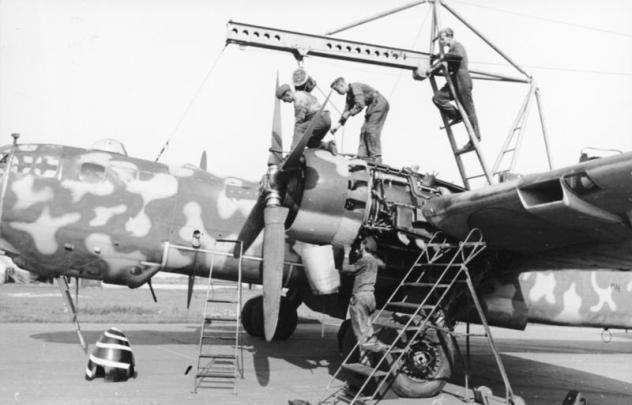 bundesarchiv-bild-101i-676-7972a-14-flugzeug-heinkel-he-177.jpg
